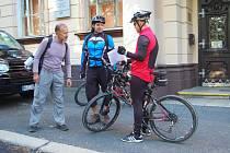 START I CÍL pochodu byly pro všechny (i cykloturisty) před budovou chebské integrované střední školy.