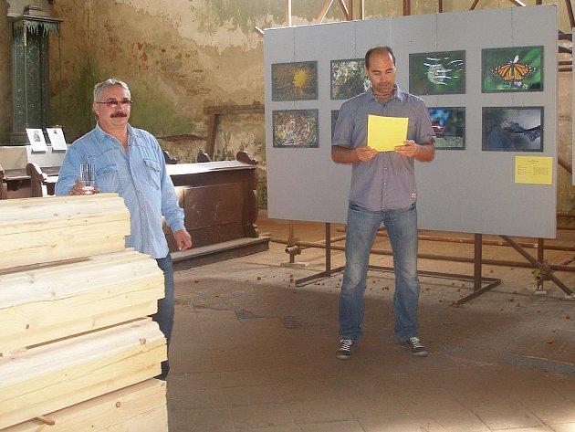 MÍSTOSTAROSTA POUSTKY Radovan Caran vyhlásil vítěze čtvrté soutěže amatérských fotografů v kostele sv. Wolfganga v Ostrohu u Poustky.