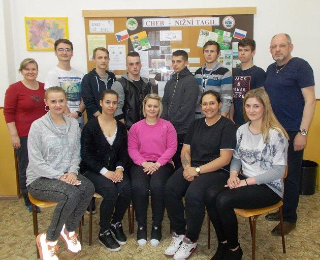 Skupina žáků Integrované střední školy v Chebu se vydá na pravidelnou třítýdenní výměnnou odbornou zahraniční praxi do družební školy Nižnětagilský targovo ekanamičeskij kolledž.