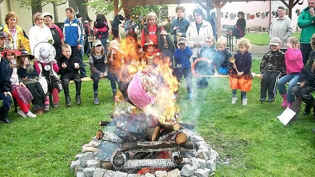 ŠKOLÁCI ZE TŘÍ SEKER si čarodějnickou akci opravdu užili.