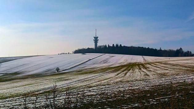 Zelená hora je převážně zalesněný vrch veVýhledské vrchoviněvokresu Chebležící asi 4,5 kilometru západně odChebu. Její dominantou je televizní věž.