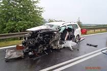 Celkem pět zraněných osob si vyžádala sobotní nehoda osobního automobilu a mikrobusu u Dolního Žandova.