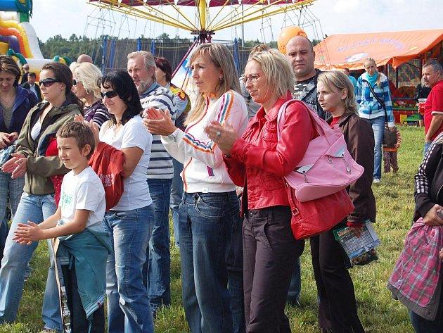 Sobotní program v Horních Lomanech pobavil malé i velké hosty. Konala se tam akce Hurá škola.