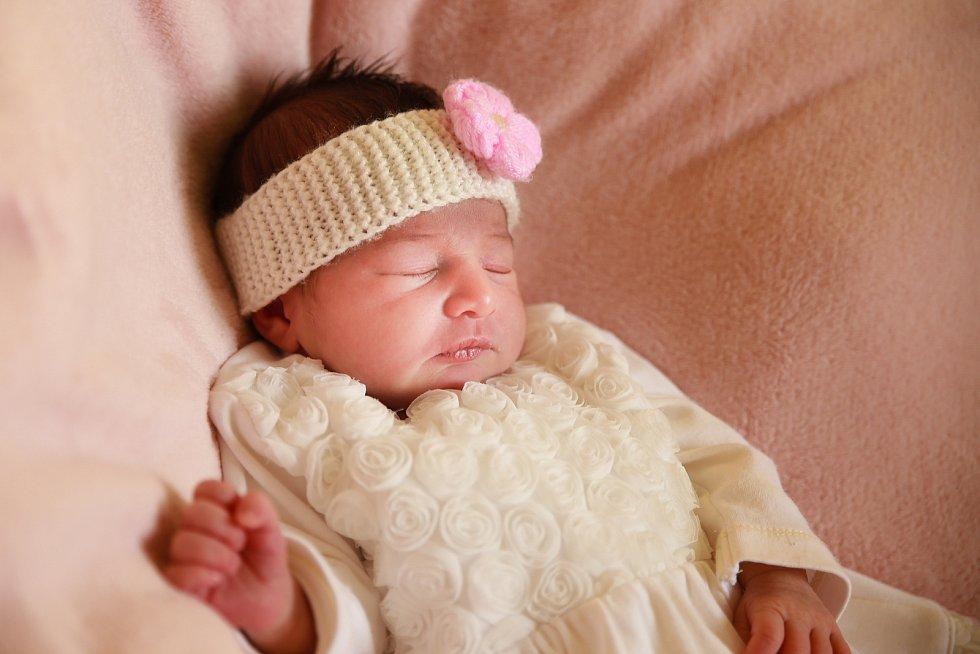 SAMANTHA RUSLANOVA si poprvé prohlédla svět v úterý 27. listopadu v 12.44 hodin. Při narození vážila 2 800 gramů. Doma v Chebu se z malé dceruška těší maminka Reneta a tatínek Václav.