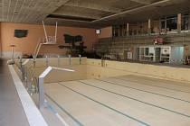 Nová recepce, oprava fasády a výměna pískových filtrů to je jen část prací, které se právě provádějí v chebském bazénu