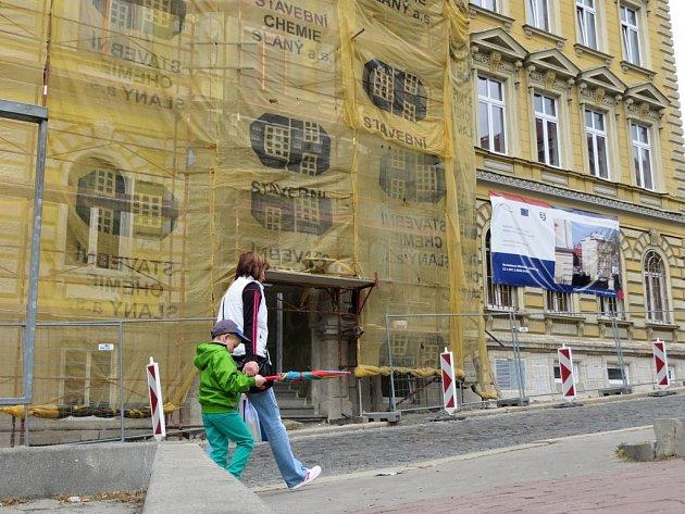 DRUHÁ BUDOVA Městského úřadu v Aši prochází rekonstrukcí. Práce zde ustanou na konci června.