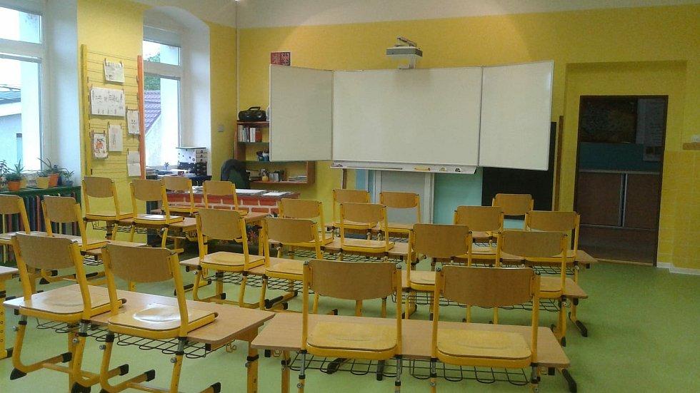 Základní škola v Drmoule.