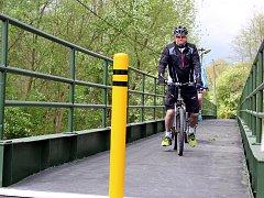 Lávka v Mostově u Odravy po opravě už slouží cyklistům. V budoucnu ji nahradí lávka nová.