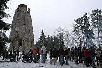 NOVOROČNÍ VÝŠLAP na Zelenou horu si nenechalo ujít na osm stovek lidí. Užili si výlet i občerstvení.