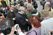Vojtěch Filip diskutoval s občany v Chebu u Špalíčku.