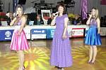 RUSKÉ ZPĚVAČKY Kristína, Jelena a Darja (zprava) ojedinělým způsobem zpestřily mezinárodní taneční soutěž v Chebu.
