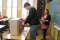 STUDENTI CHEBSKÉ INTEGROVANÉ STŘEDNÍ ŠKOLY volili prezidenta republiky. Tentokrát nanečisto.
