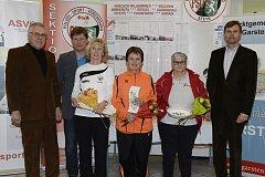 Jana Nečekalová (třetí zprava) z TJ MG Cheb dosáhla v Rakousku výborného úspěchu, když  zvítězila mezi seniorkami.