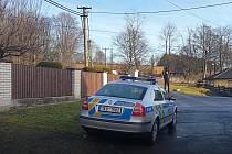 Policisté pátrali po nebezpečném ozbrojeném útočníkovi.