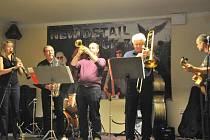 Jednou z kapel, která se divákům představí, bude Swing Studio Karlovy Vary.