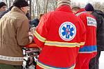 Mladá řidička v Chebu na silnici směrem k Pomezí dostala smyk a srazila se s protijedoucím vozidlem. S těžkým poraněním hlavy byla žena letecky přepravena do plzeňské Fakultní nemocnice, druhý řidič vyvázl lépe a je v nemocnici v Chebu.