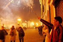 SILVESTR BÝVÁ TRAGICKÝ! Záchranáři každoročně varují, že se na Silvestra stává mnoho zbytečných úrazů. Většině z nich by se totiž dalo snadno předejít.