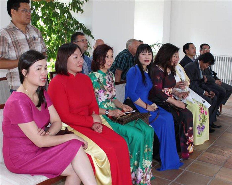 Delegace z partnerského města Bac Ninh navštívila chebskou radnici.