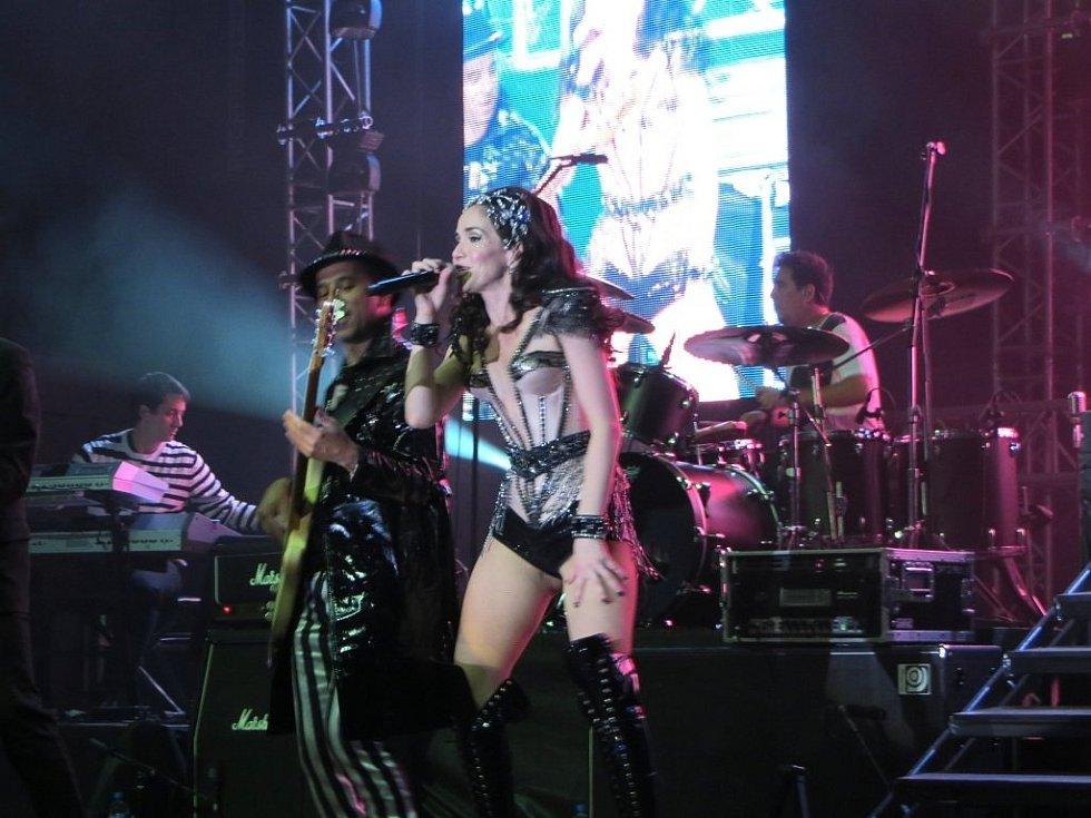 Herečka a zpěvačka Natalia Oreiro v roce 2013 na koncertě v polském městě Wroclaw.