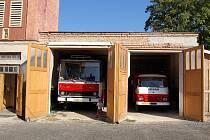 HASIČSKÁ ZBROJNICE V LIBÉ zpočátku vůbec nevypadala, že by mohl někdy sloužit svému účelu. Po dvou letech fungování sboru je ale možné říct, že v obci vznikla nová tradice. Časem se hasičárna ještě rozšíří.
