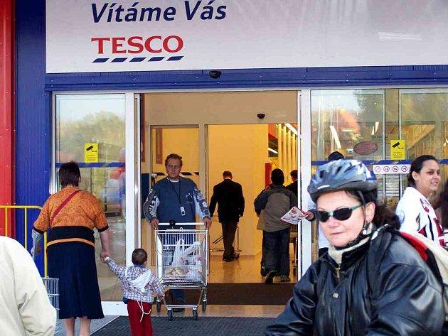 Také chebské supermarkety nabízí mnoho pracovních míst i pro absolventy.