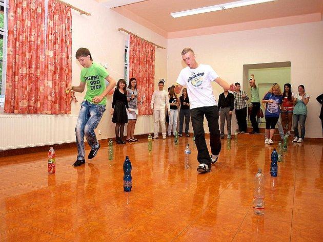 CHEBŠTÍ STUDENTI pro své ruské kamarády připravili na seznamovací večer různé zajímavé soutěže.