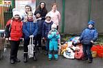 Potěšit opuštěné pejsky se vydaly děti z Nebanic.