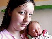 NIKOLA KŘIVÁKOVÁ se narodila ve čtvrtek 3. prosince v 9.30 hodin. Při narození vážila 2570 gramů a měřila 50 centimetrů.Maminka Marie a tatínek Jaroslav, kteří bydlí v Chebu se z malé Nikolky radují.