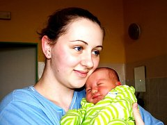 TOMÁŠ FRYŠ přišel na svět ve středu 9. prosince ve 2.25 hodin. Při narození vážil krásných 3760 gramů a měřil 52 centimetrů. Doma v Chebu se všichni těší na návrat maminky Kateřiny a malého Tomáška, který je prvním vnoučátkem.