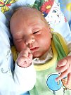 VÁCLAV HORÁK bude mít v rodném listě datum narození 3. dubna 0.17 hodin. Při narození vážil 3520 gramů a měřil 50 centimetrů. Doma v Čížebné se z malého Vašíka raduje sestřička Kačenka, maminka Drahoslava a tatínek Václav.