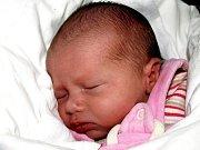 VERONIKA MALÁ přišla na svět 7. prosince ve 23.45 hodin. Při narození vážila 2430 gramů a měřila 45 centimetrů. Sourozenci Deniska, Tomáš, Nicolka, Vojtíšek, Lukášek, maminka Romana a tatínek Dušan se Verunky radují a těší se, až budou všichni doma v Aši.