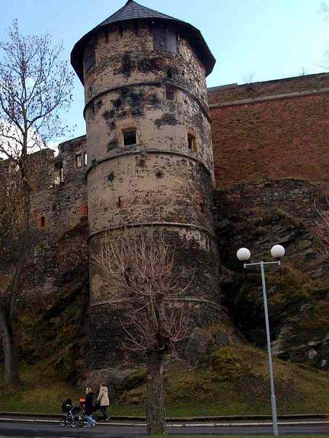 Rekonstrukce Chebského hradu se pozdrží do doby, než na ni město Cheb získá dotace.