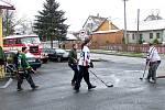 SILVESTROVSKÝ HOKEJ v Milíkově patří mezi mnohaleté tradice. Až po remízovém zápase mohou začít oslavy příchodu Nového roku.