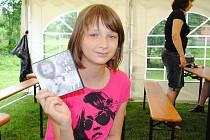 Dvanáctiletá Veronika Voitová nazpívala třísekerskou hymnu