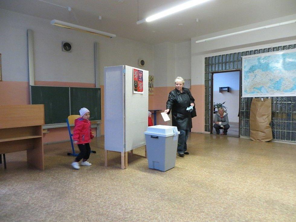 Odvolit přišli i lidé na chebském sídlišti Skalka.
