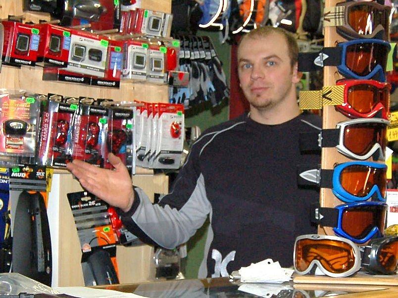 V každé specializované prodejně poradí prodavač s výběrem doplňků na kolo. Jen správně vybavený bicykl patří na silnici.