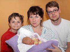MICHAELA KOČKOVÁ bude mít v rodném listě datum narození úterý 17. prosince v 10.30 hodin. Vážila 3 400 gramů a měřila 49 centimetrů. Z malé Michaelky se raduje doma v Chebu bráška Martínek spolu s maminkou Hanou a tatínkem Michalem.