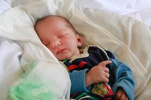 KAREL ŠŤASTNÝ se narodil ve středu 9. ledna v 10.01 hodin. Na svět přišel s váhou 3 565 gramů. Maminka Karolína a tatínek Karel se radují z malého Káji doma v Doubravě.