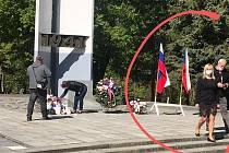 Při pietním aktu odstranila radnice americkou vlajku