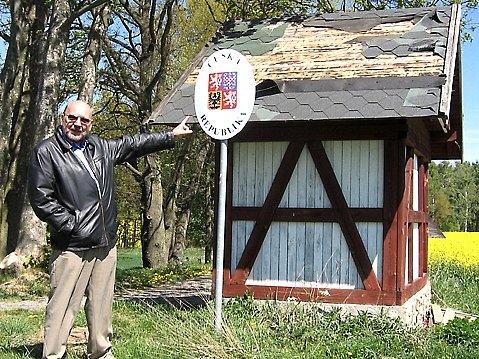 Střechu hraničního přístřešku v Lipové poškodil orkán Kyrill