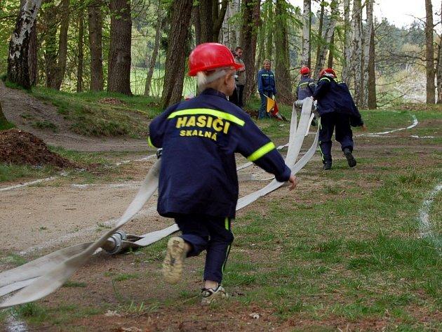 Mladí hasiči soutěžili ve Skalné o Pohár hradu Vildštejn