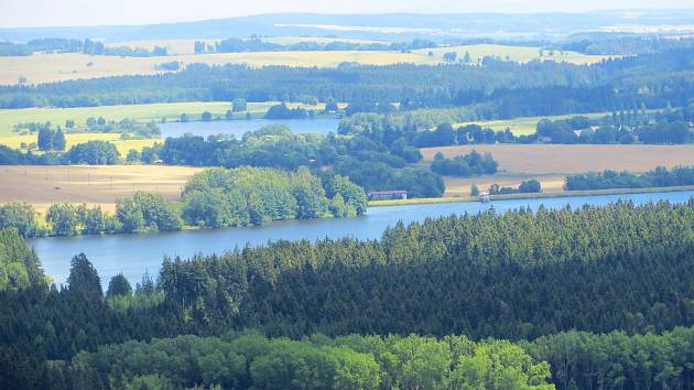 Ze sopky Podhorní vrch u Mariánských Lázní je nádherný výhled do okolí.