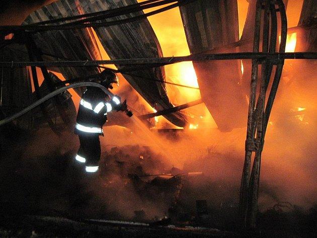 Požár v Třebeni zaměstnal hasiče.