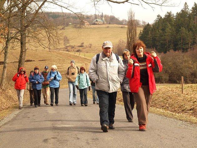 Turisté z Chebu a okolí  mohou  leštit  pohory. Jejich oblíbený jarní pochod Májovým Chebskem startuje  už v pátek 6. května.