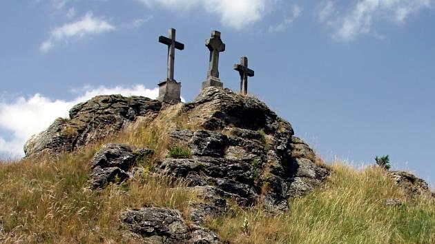 Národní přírodní památka Tři křížky je nedaleko Mariánských Lázní.