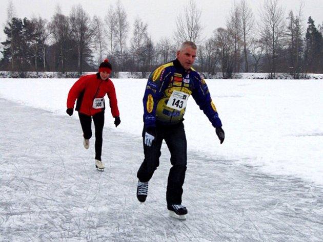Rychlobruslařské závody na Knížecím rybníku ve Velké Hleďsebi na Mariánskolázeňsku