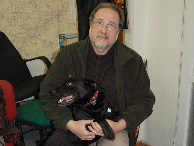 Chovatel Jaromír Cihlář z Chebu (na snímku) se rád podělil o zážitky z chovu rodinného mazlíčka.