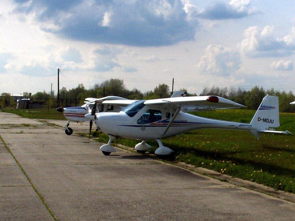 První němečtí letci přistáli na chebském letišti po vstupu České republiky do Schengenu