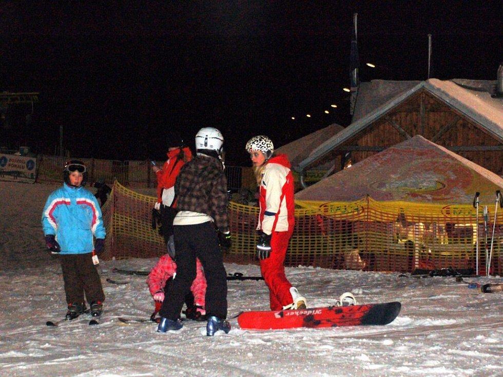 Řada lyžařů oslavila Silvestra na mariánskolázeňské sjezdovce