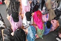 Celníci se opět vydali na kontrolu chebské tržnice Asia Dragon Bazar ve Svatém Kříži.